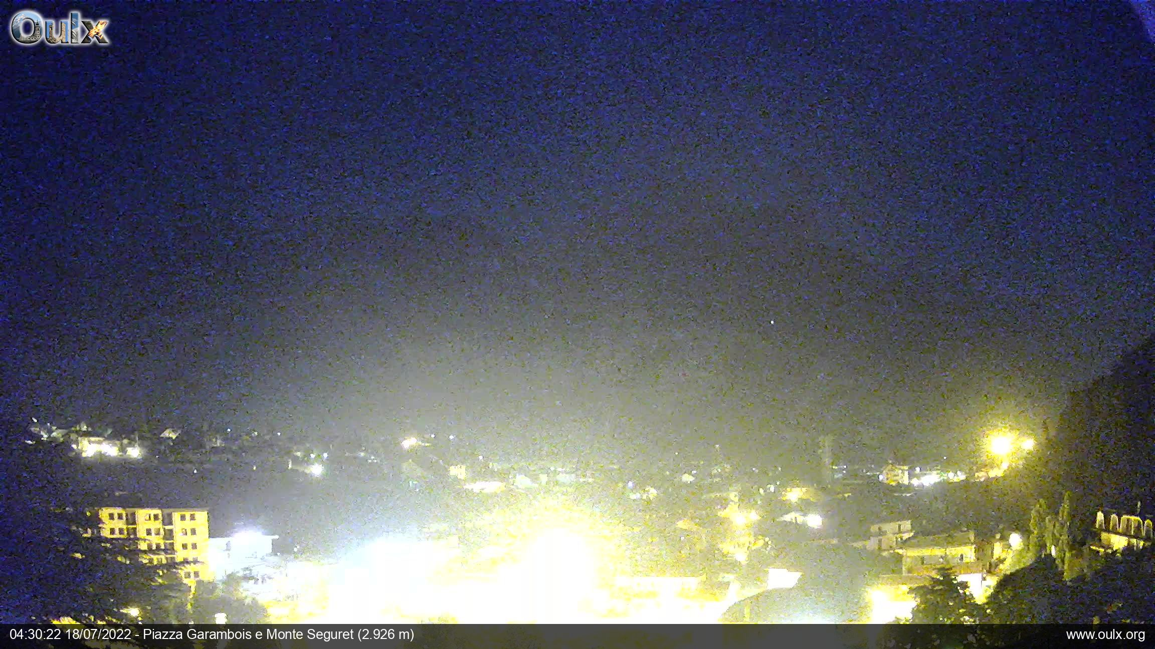 http://www.oulx.org/webcam/oulx_ipcamd.jpg?time=1417524019523